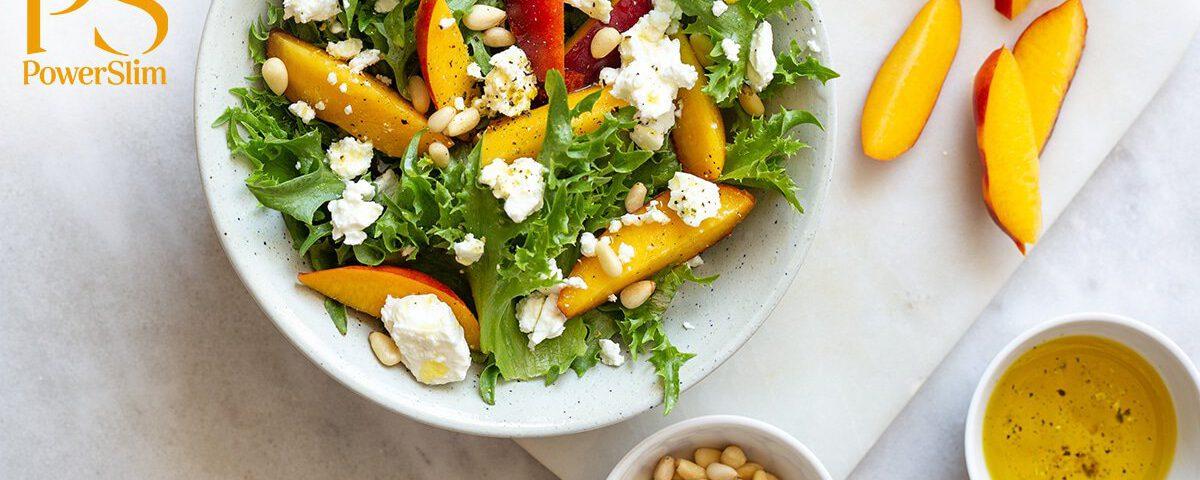 Powerslim recepten Salade met geitenkaas, perzik en honing-mosterddressing
